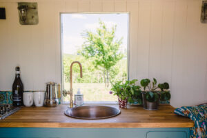 Kushticamping sink in glamping unit